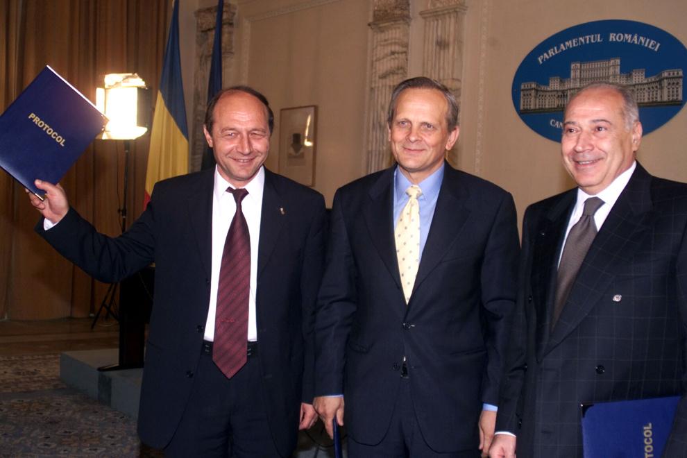 2003-semnarea-protocolului-dintre-alianta-pnl-pd-si-pur-privind-colaborarea-in-cadrul-desfasurarii-referendumului-din-18-si-19-octombrie-2003