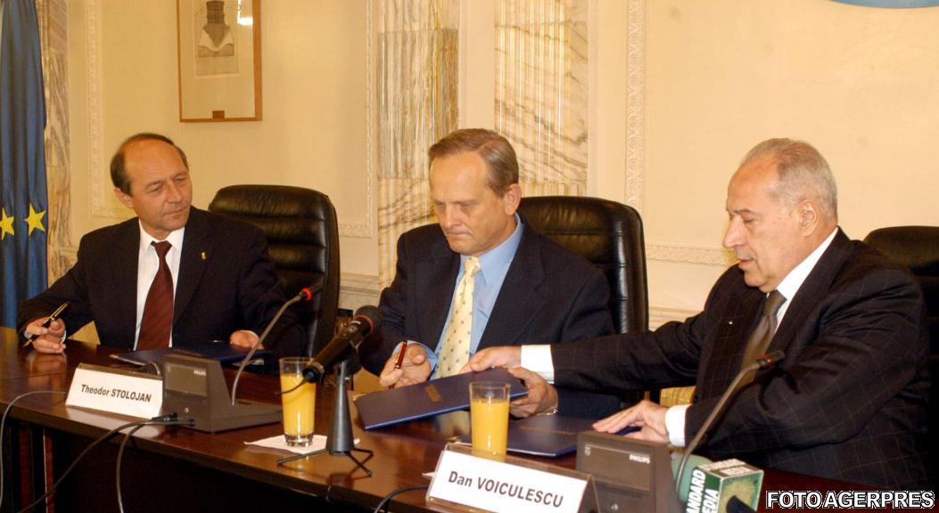 2003-la-semnarea-protocolului-alianta-pd-pnl-pur-intre-presedintii-celor-3-partide-sursa-agerpres