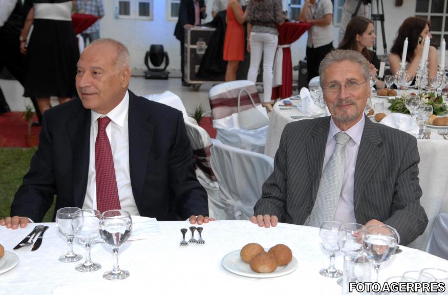 2009-cu-emil-constantinescu-la-festivitatea-de-decernare-a-premiilor-de-excelenta-acordate-de-fundatia-pentru-dezvoltarea-romaniei-sursa-agerpres